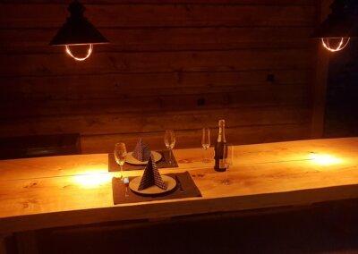 stůl večer